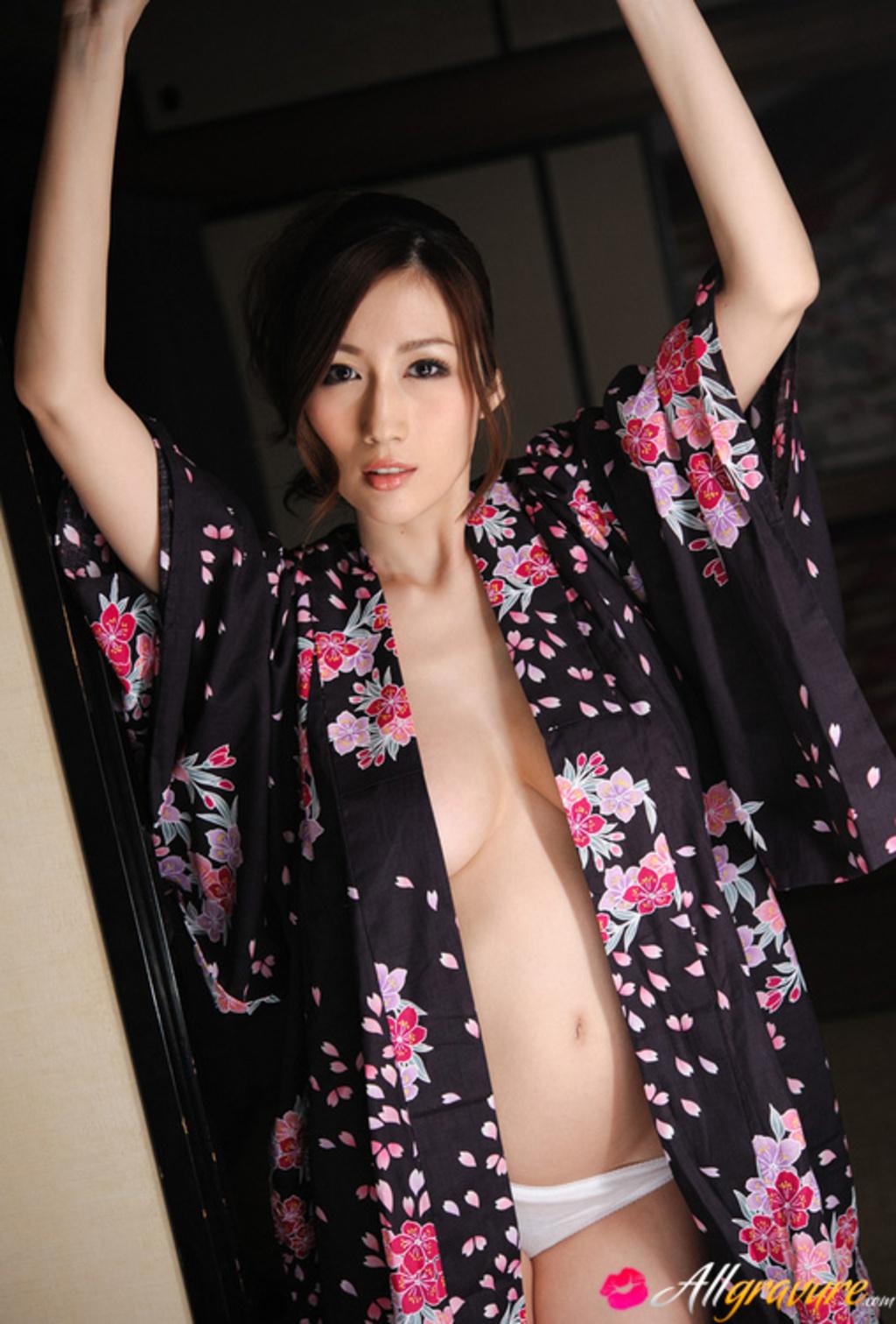 Японка с огромными сосками 26 фотография