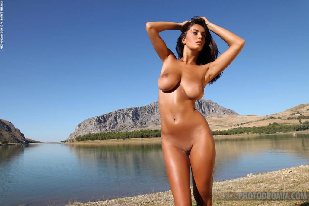 фото голых девушек с сногсшибательными формами