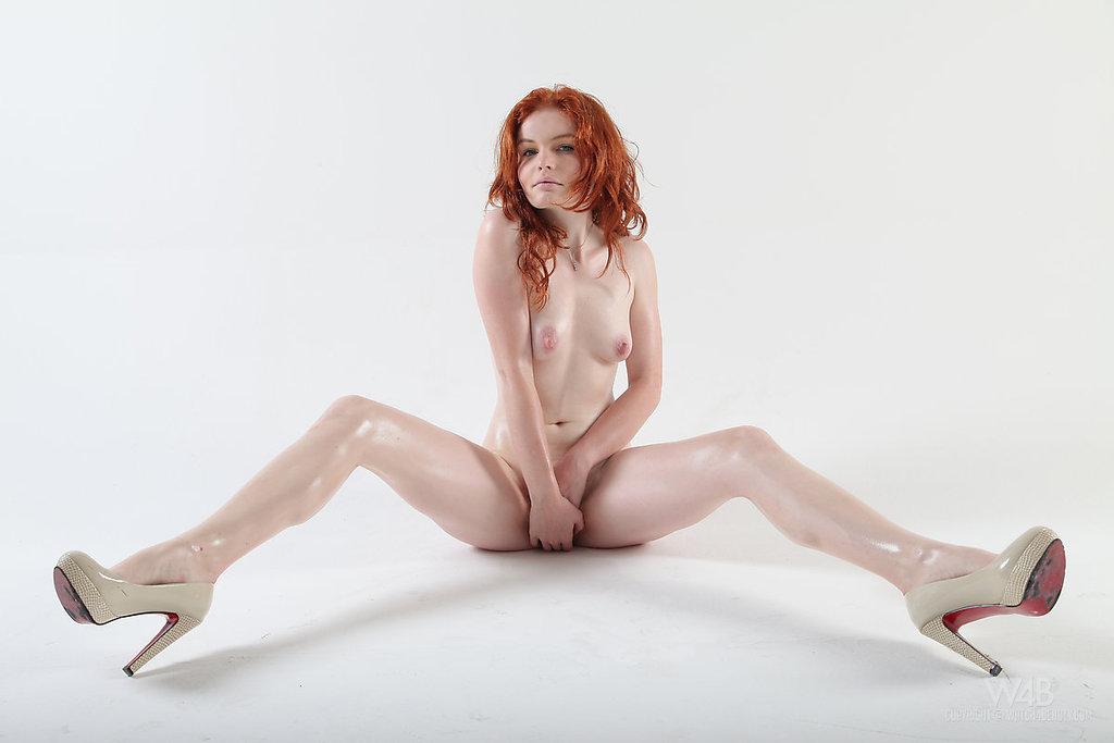 секс фото голых рыжих в каблуках